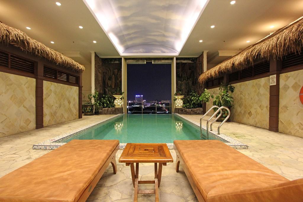 Harmoni Suite pool