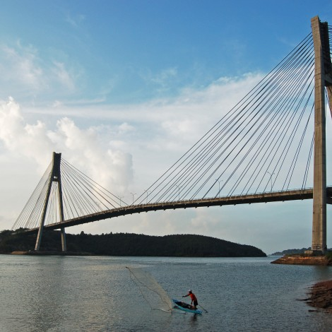 Batam Barelang bridge - photo courtesy of: https://www.flickr.com/photos/toffeespin/111266150/