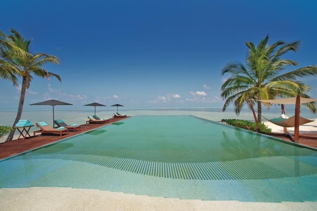 LUX_Maldives_pool2